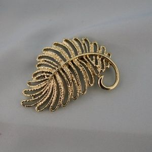 Vintage Gerry's Gold Tone Feather Brooch